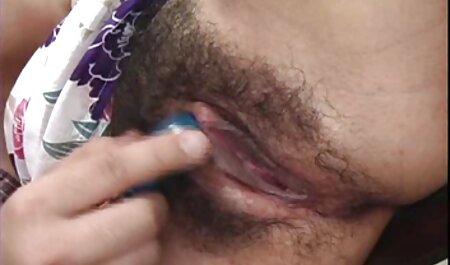 Peeping Tom mit einer Kamera kostenlos pornos laden fängt zwei GFs in der Dusche