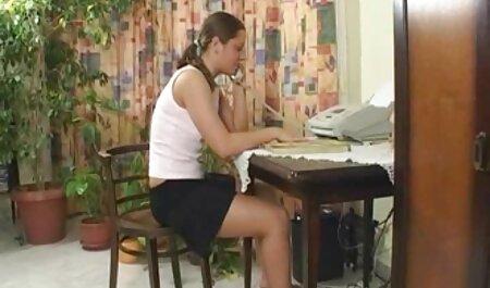 Sexy Blonde Babe gest ihren Arsch zum ersten Mal porno videos zum runterladen gebohrt