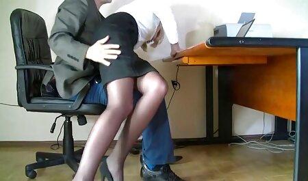 Winziger Teenager mit zwei Schwänzen porno legal download in ihr