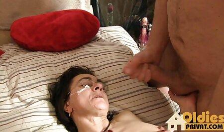 Geile Hottie mit einem schönen Gestell schlug auf pornos zum runterladen kostenlos das Bett