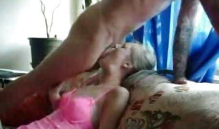 Amateurblondine handypornos zum downloaden genießt eine geile Lesbenzunge in ihrer rosa Muschi