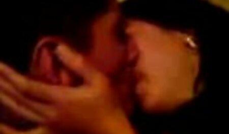 Pierced Pussy pornos zum herunterladen Finger gefickt