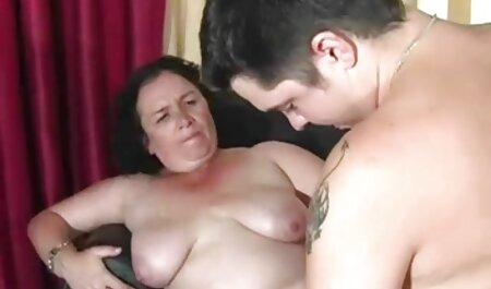 BBW Domina Marta sitzt porno video runterladen ihrem männlichen Sklaven gegenüber