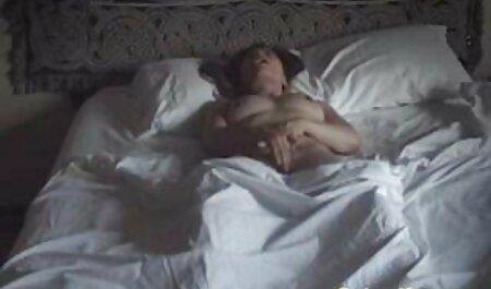 Das üppige Baby hat ihre sexfilme gratis runterladen riesigen Titten im Hotelzimmer angesaugt