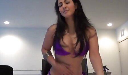 Heiße Milf masturbiert in glänzendem Schlauch porno video runterladen