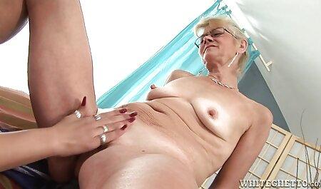 Rauchende heiße Blondine spielt vor hd pornos runterladen der Kamera