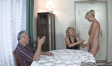 Erweitern Sie die Vagina von hinten. pornos ohne runterladen