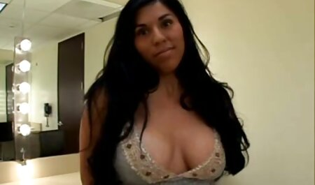 Pferdeschwanz Kerl isst und fingert hübsche D-Cup Blondine rasierte pornofilme zum downloaden Fotze