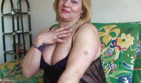 Busty Violet pornorunterladen bekommt einen spritzenden Orgasmus
